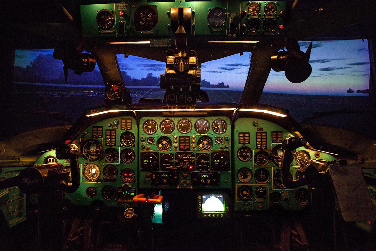 Авиатренажер самолета Ту-134А на базе кабины реального самолета
