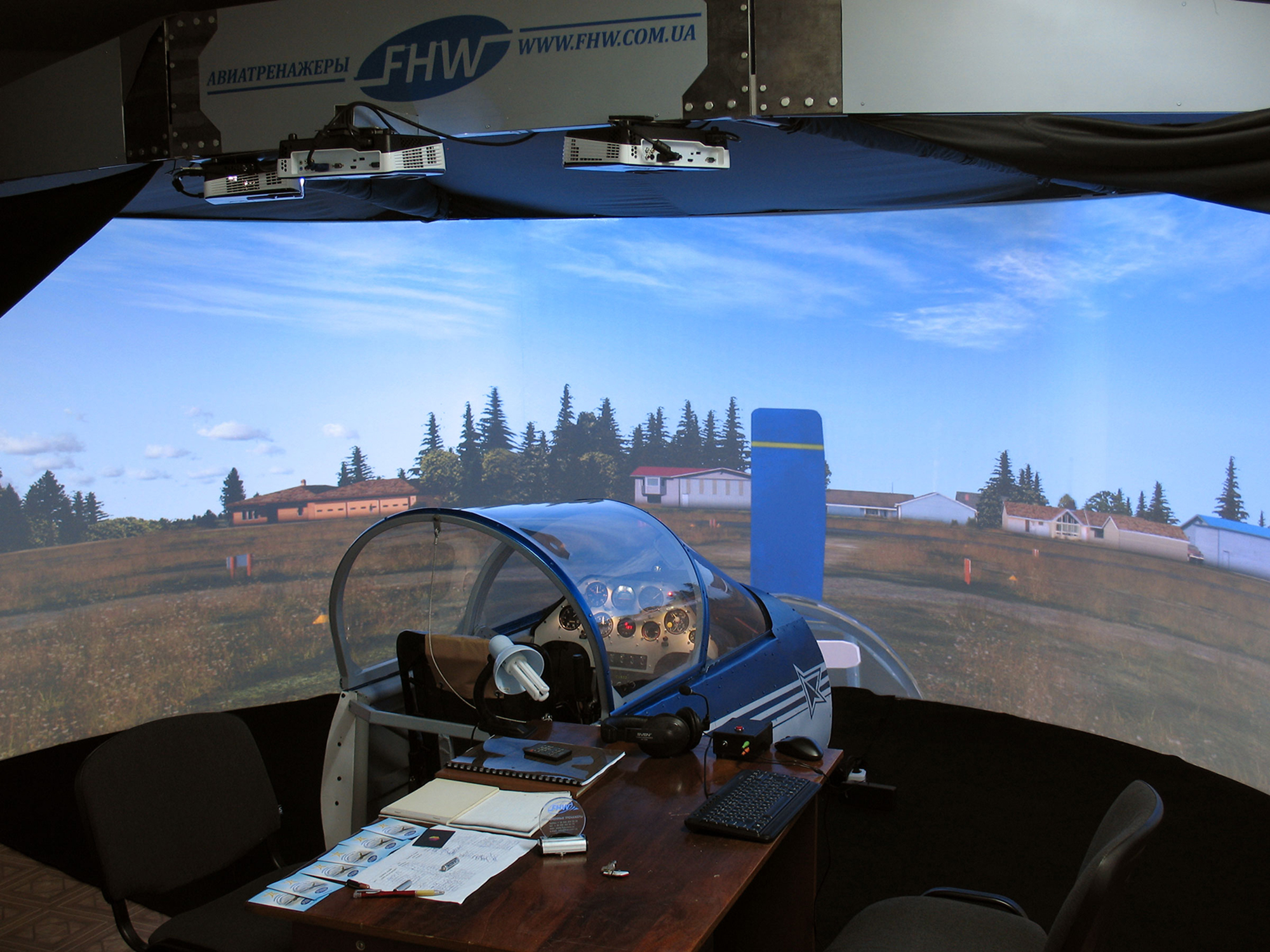 FHW's 3-channel visual display system with Su-26M aerobatic fligth trainer
