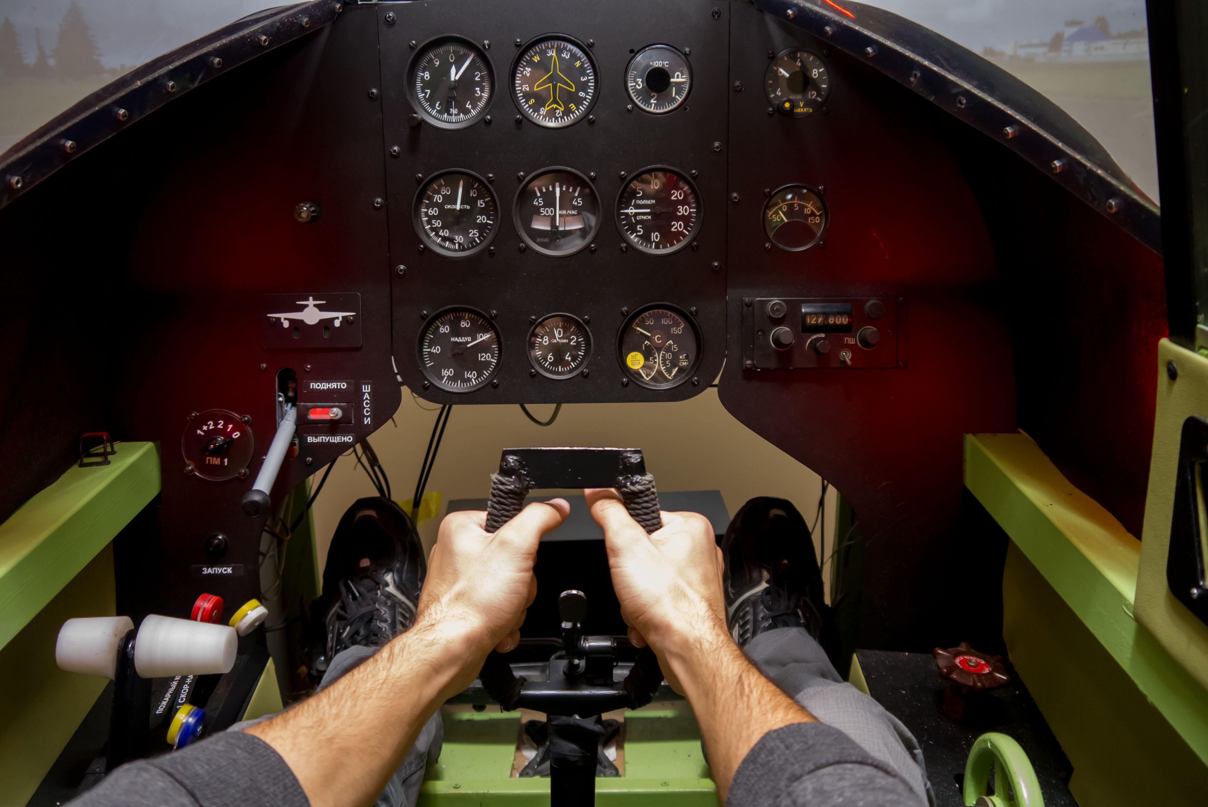 Приладова дошка авіасимулятора літака Як-9