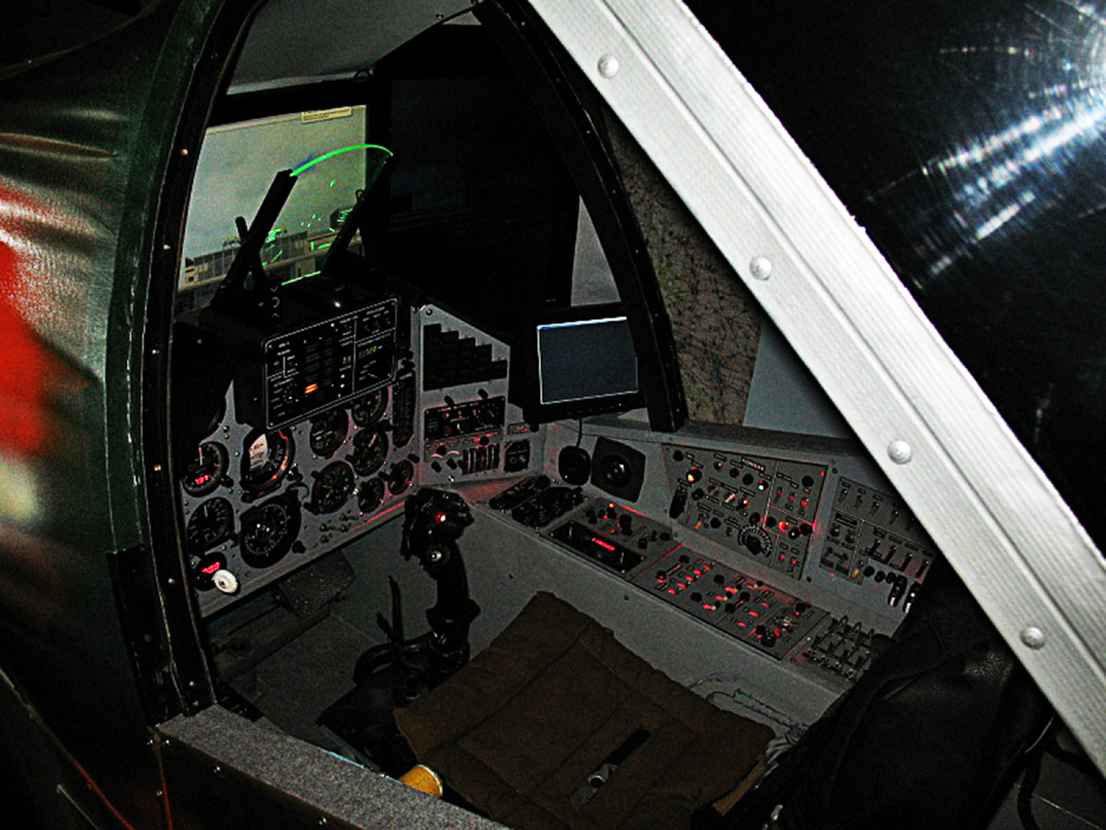 Suchoi Su-25 Home-cockpit 1