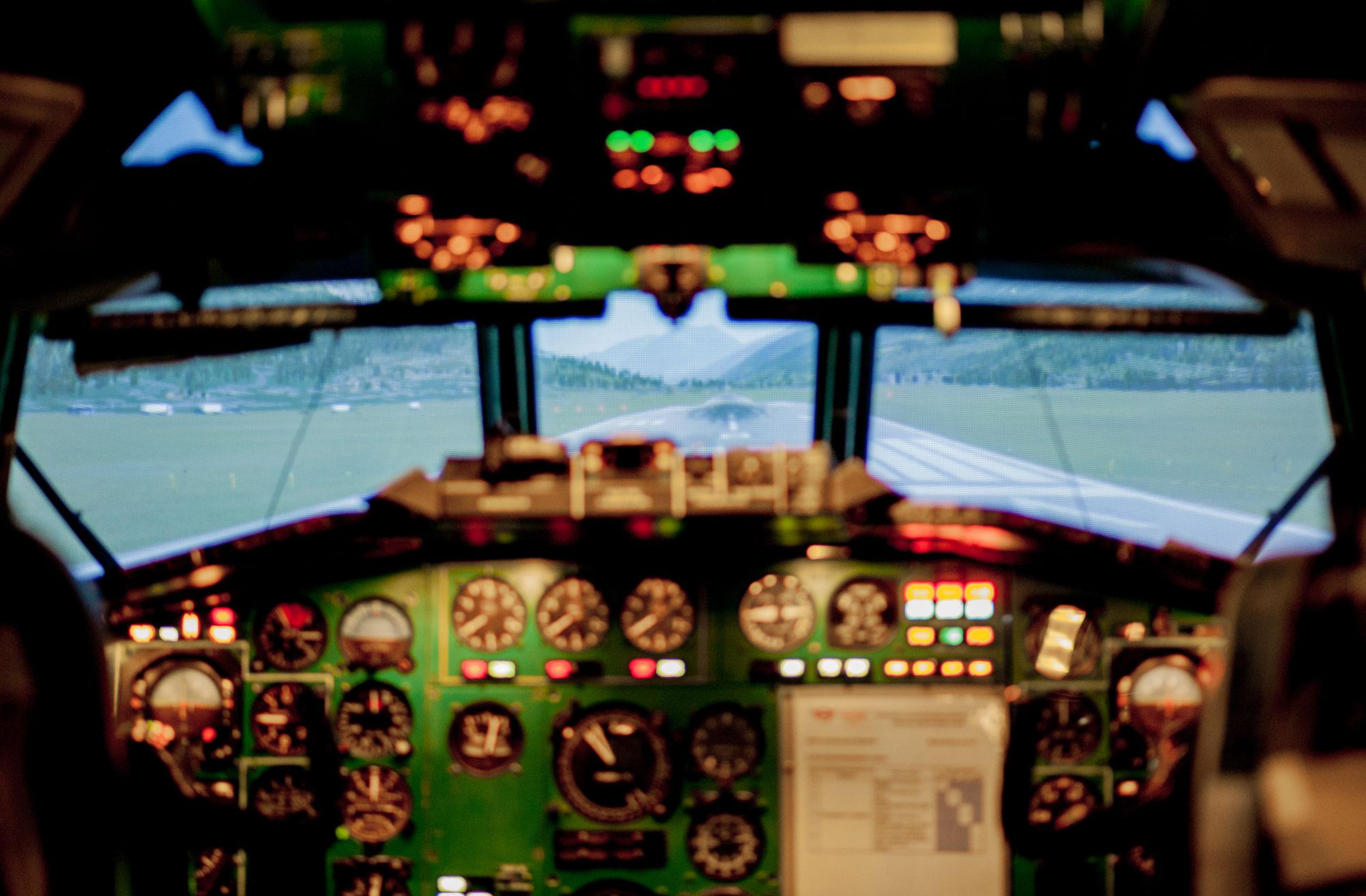 Авіаційний тренажер літака Ту-154