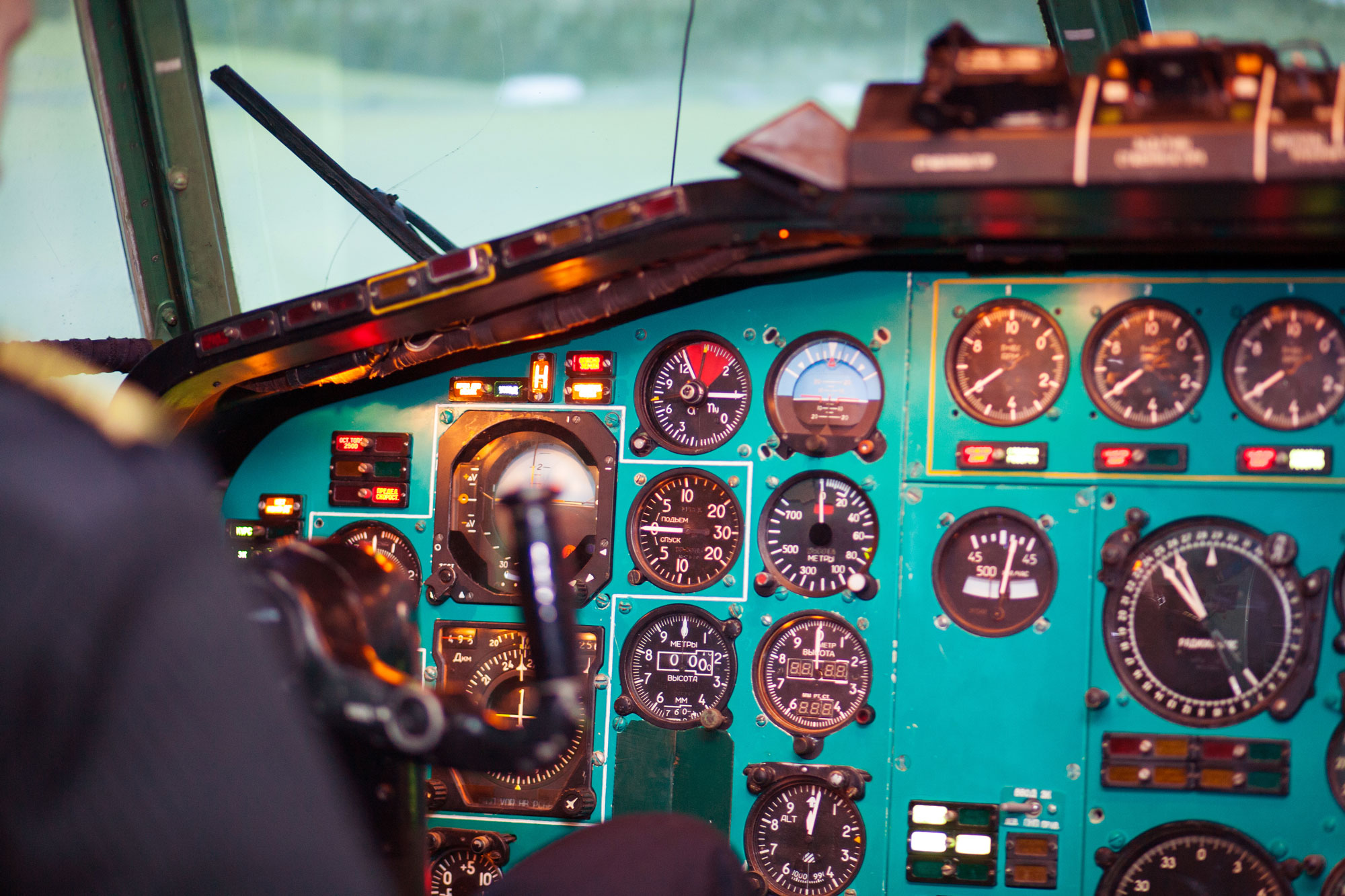 Приборная панель авиатренажера самолета Ту-154