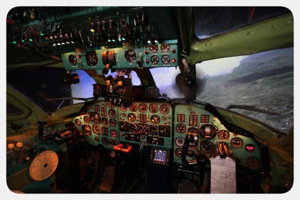 Кабина авиационного тренажера самолета Ту-134